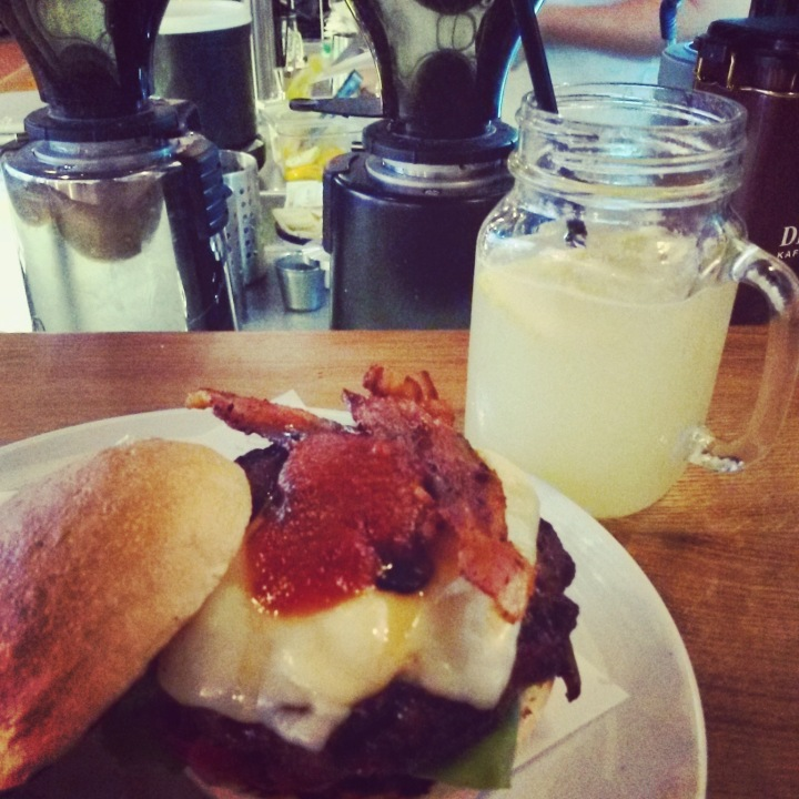 Bacon burger and lemonade at Ludwig in Innsbruck