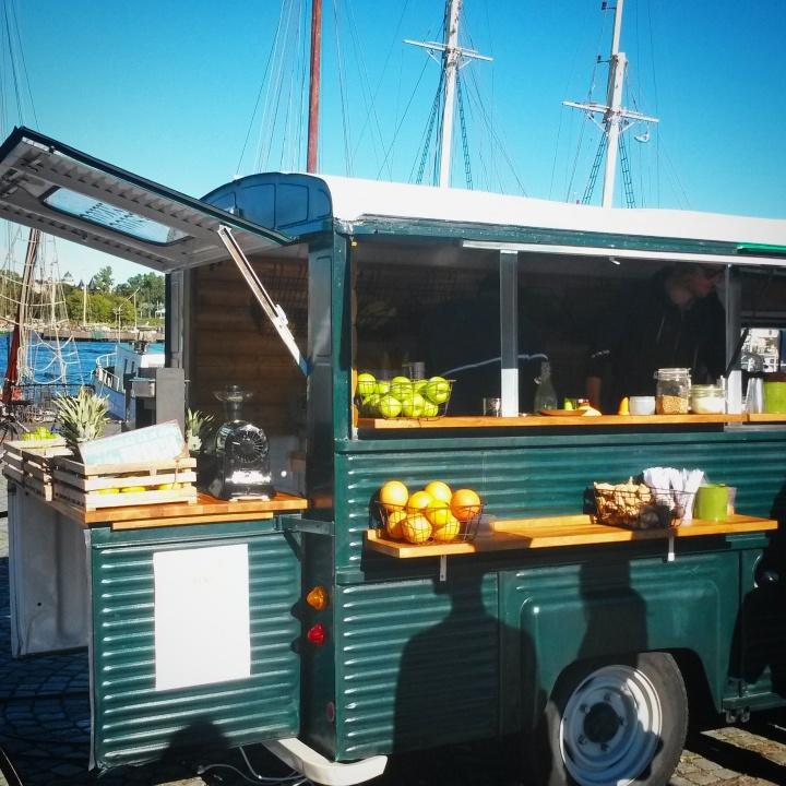 A juice truck at Matholmen streetfood market
