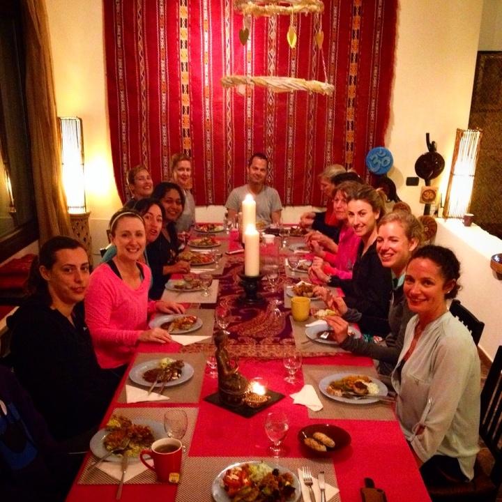 fuerteventura-yoga-retreat-azulfit-friends-dinner