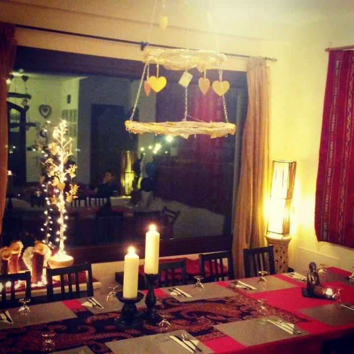 fuerteventura-yoga-retreat-azulfit-interior-dinner-table