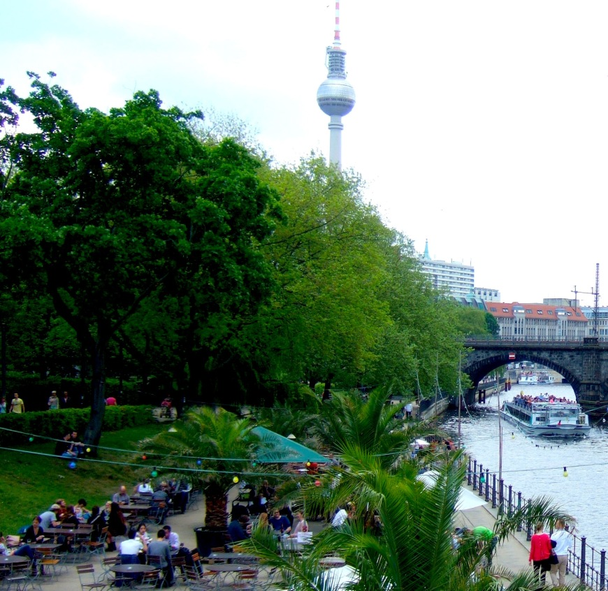 The spreepromenade near Berliner Dom