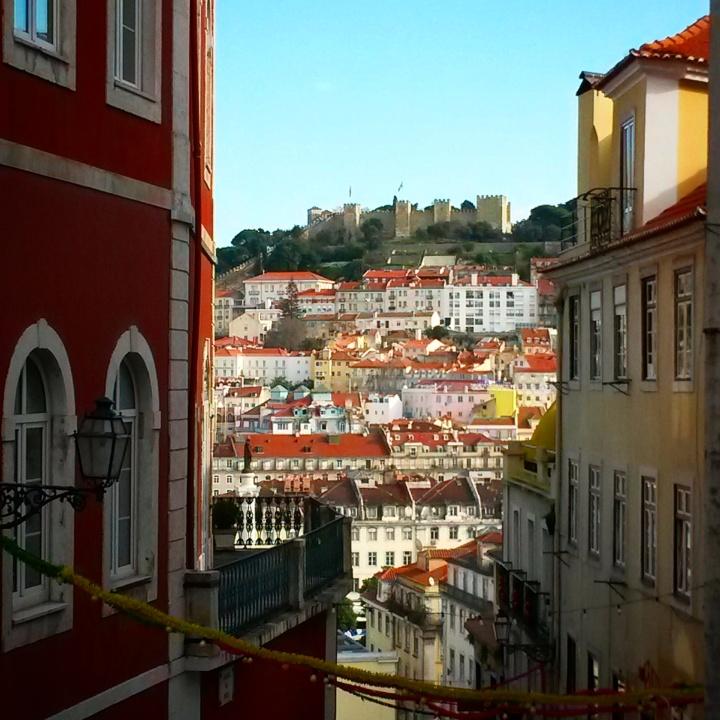 top-10-scenic-spots-europe-lisbon-hills-castle