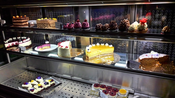 Cake counter at Liebes Bisschen