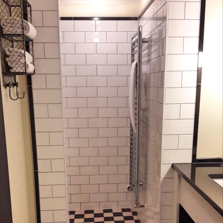 Henri Hotel bathroom