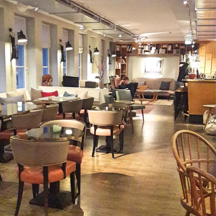 Henri Hotel lounge
