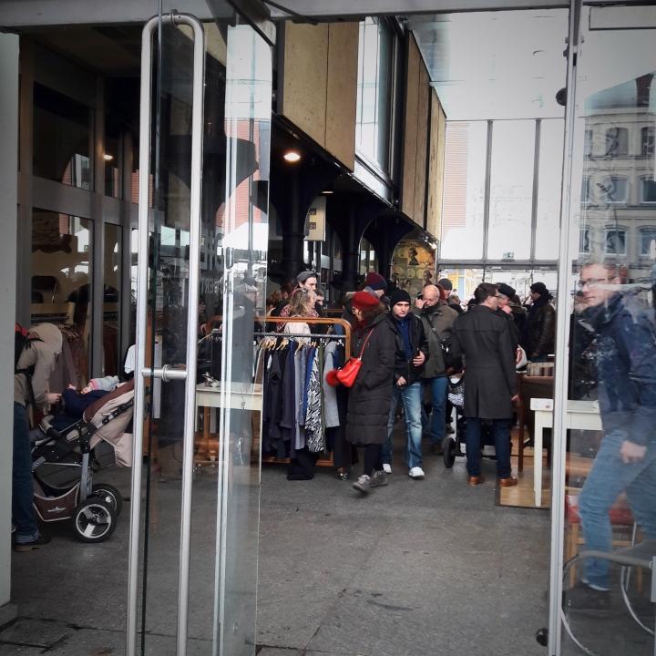 Karolinenviertel flea market
