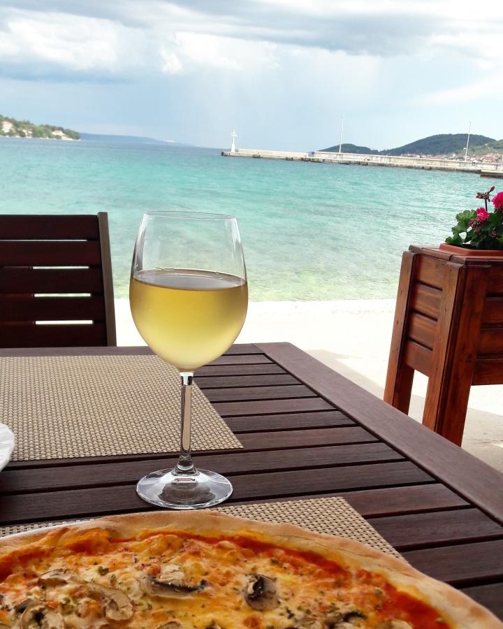 Croatian wine of the beachfront